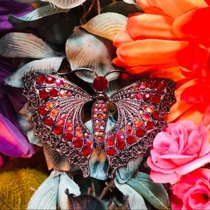 🎉HP🎉Beautiful butterfly brooch, Aurora Crystals